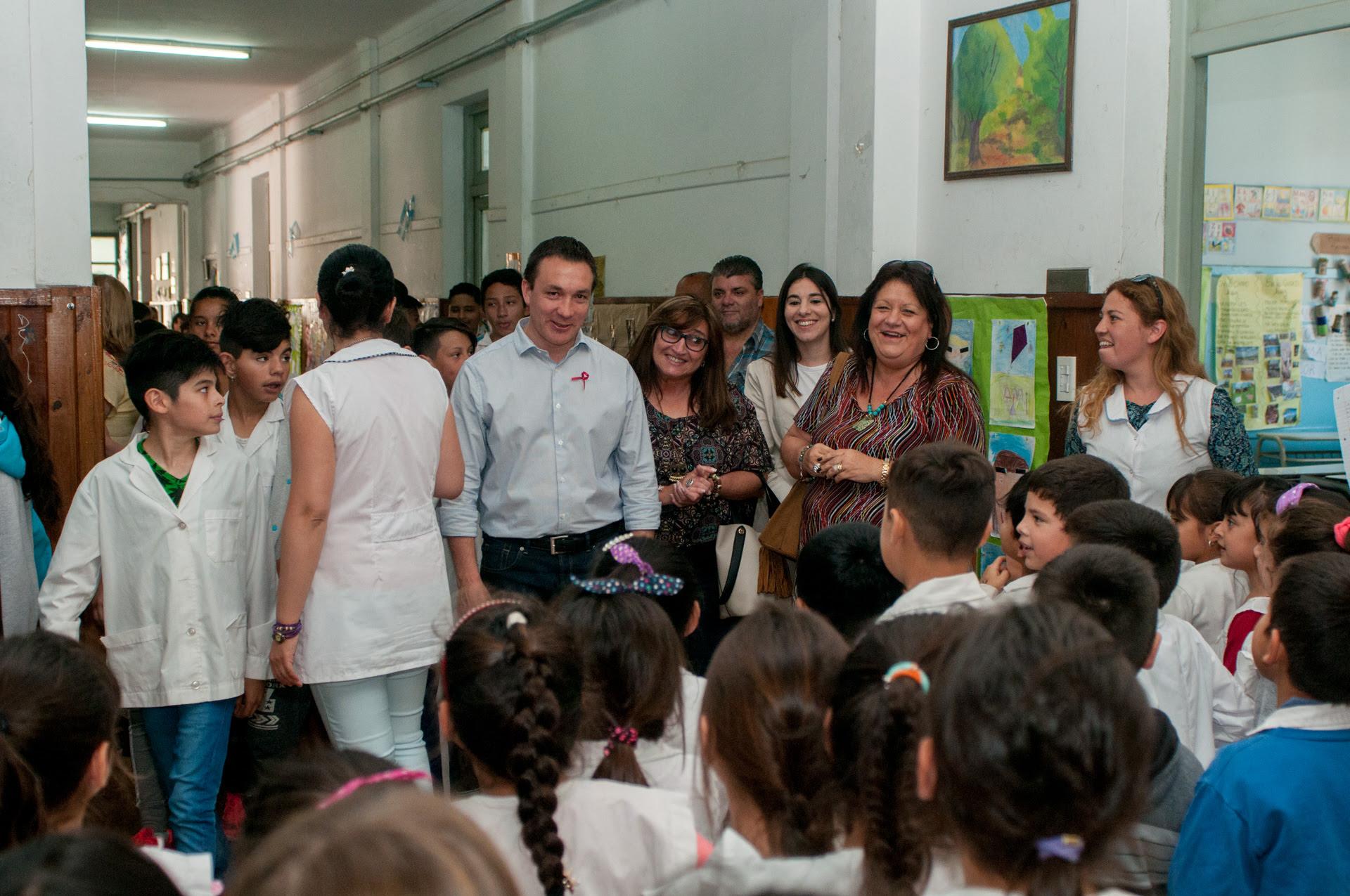 Nueva entrega de mobiliario para las escuelas varelenses for Mobiliario para escuelas